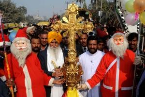 121204045923-christmas-quiz-india-cross