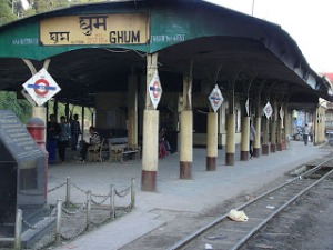800px-Ghum_Railway_station